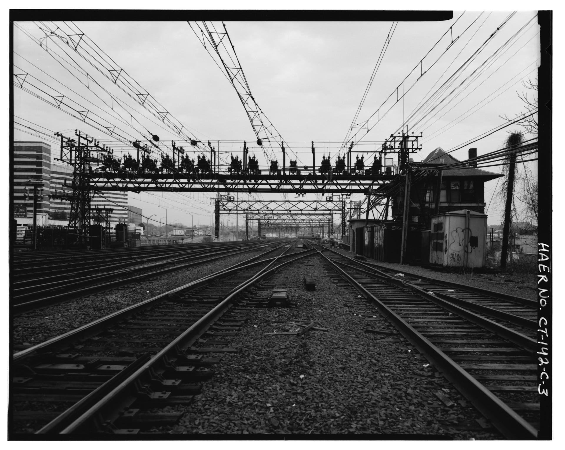 VIEW_EAST_TOWARD_STAMFORD_ANCHOR_BRIDGE_-374_OF_CIRCUIT_BREAKER_INSTALLATION_ON_CROSS_BEAM_OF_BRIDGE._-_New_York,_New_Haven_and_Hartford_Railroad,_Bridge-Type_Circuit_Breakers,_HAER_CONN,1.jpg