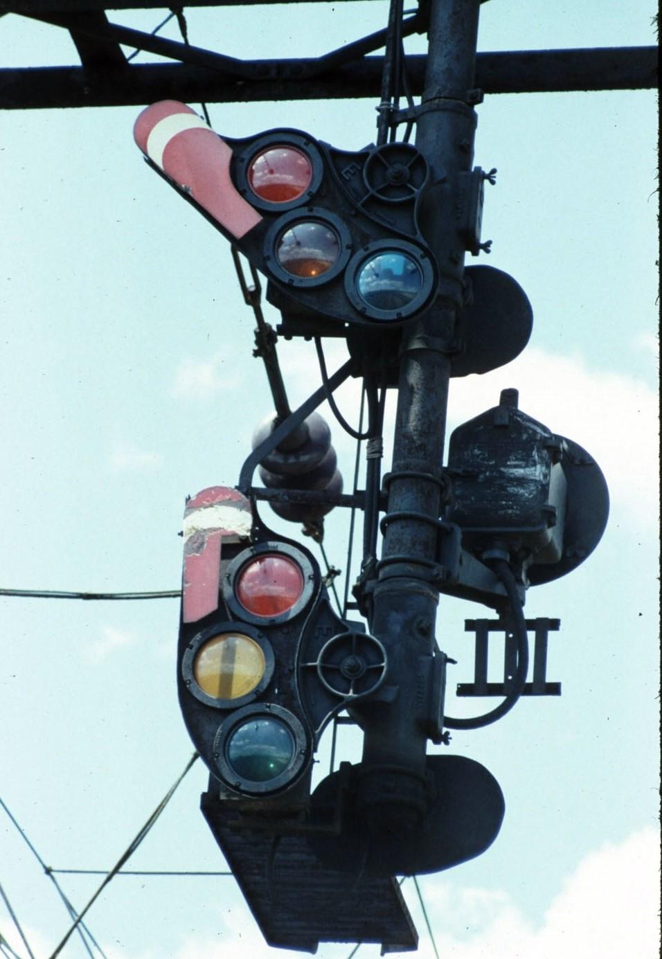 NH Line H5 Semaphore Signals.jpg