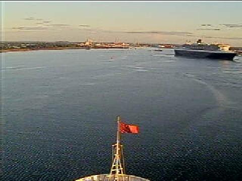 QV-QM2-Southampton.jpg