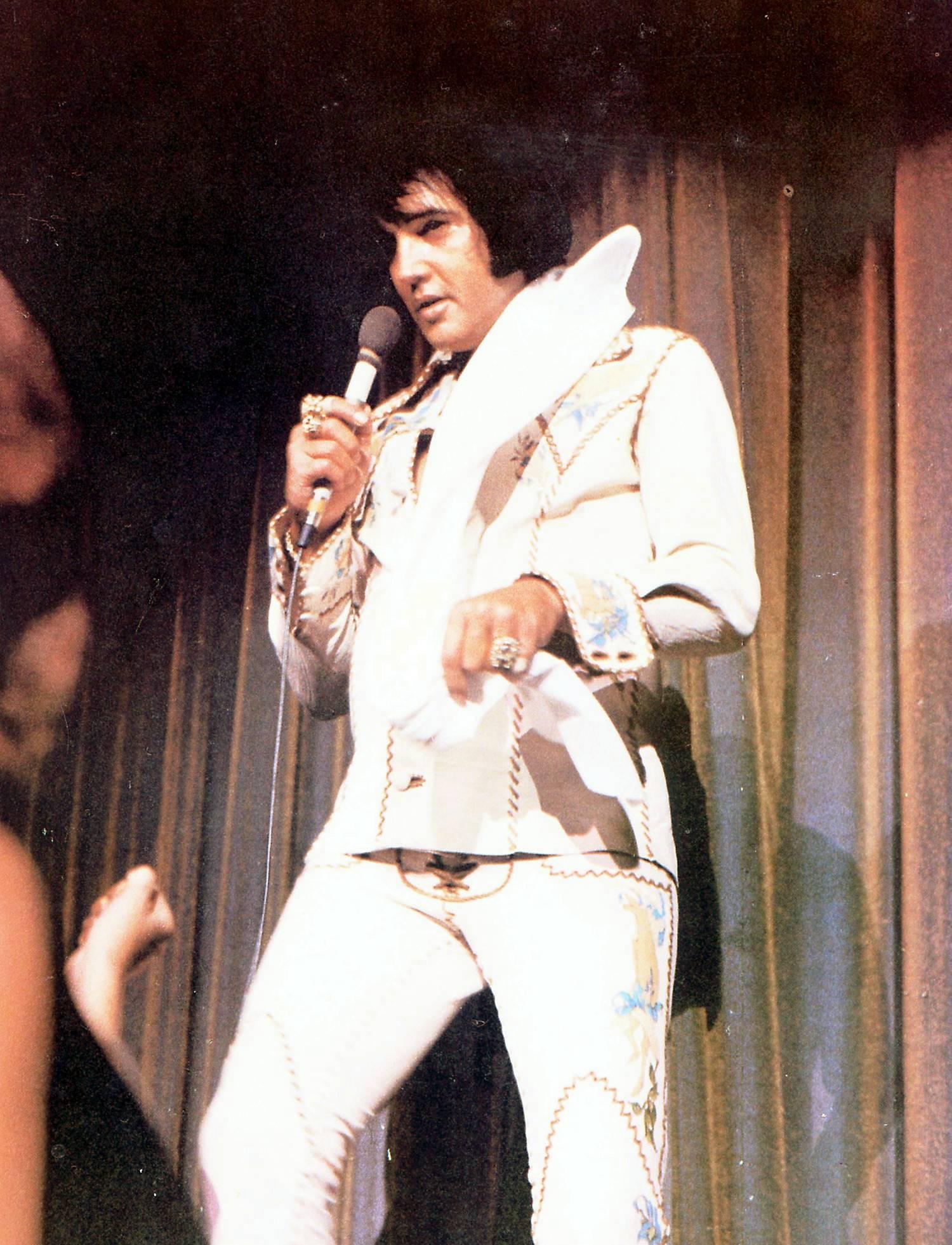 1974 Vegas Aug scarf001.jpg