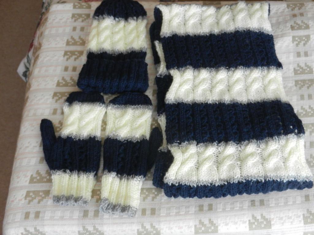 hats scarf gloves.JPG