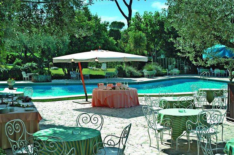 Hotel Villa Fioro Pool-A.jpg