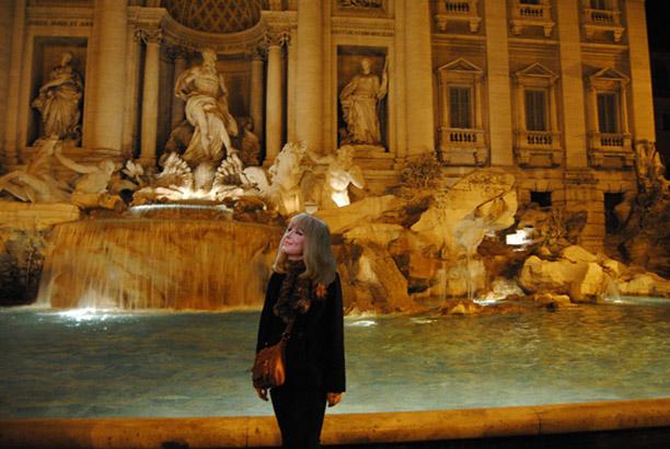 Tatia by Trevi fountain.jpg