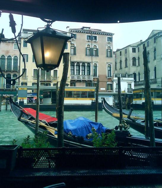 3-Caffe Saraceno - lamp canal-1.jpg