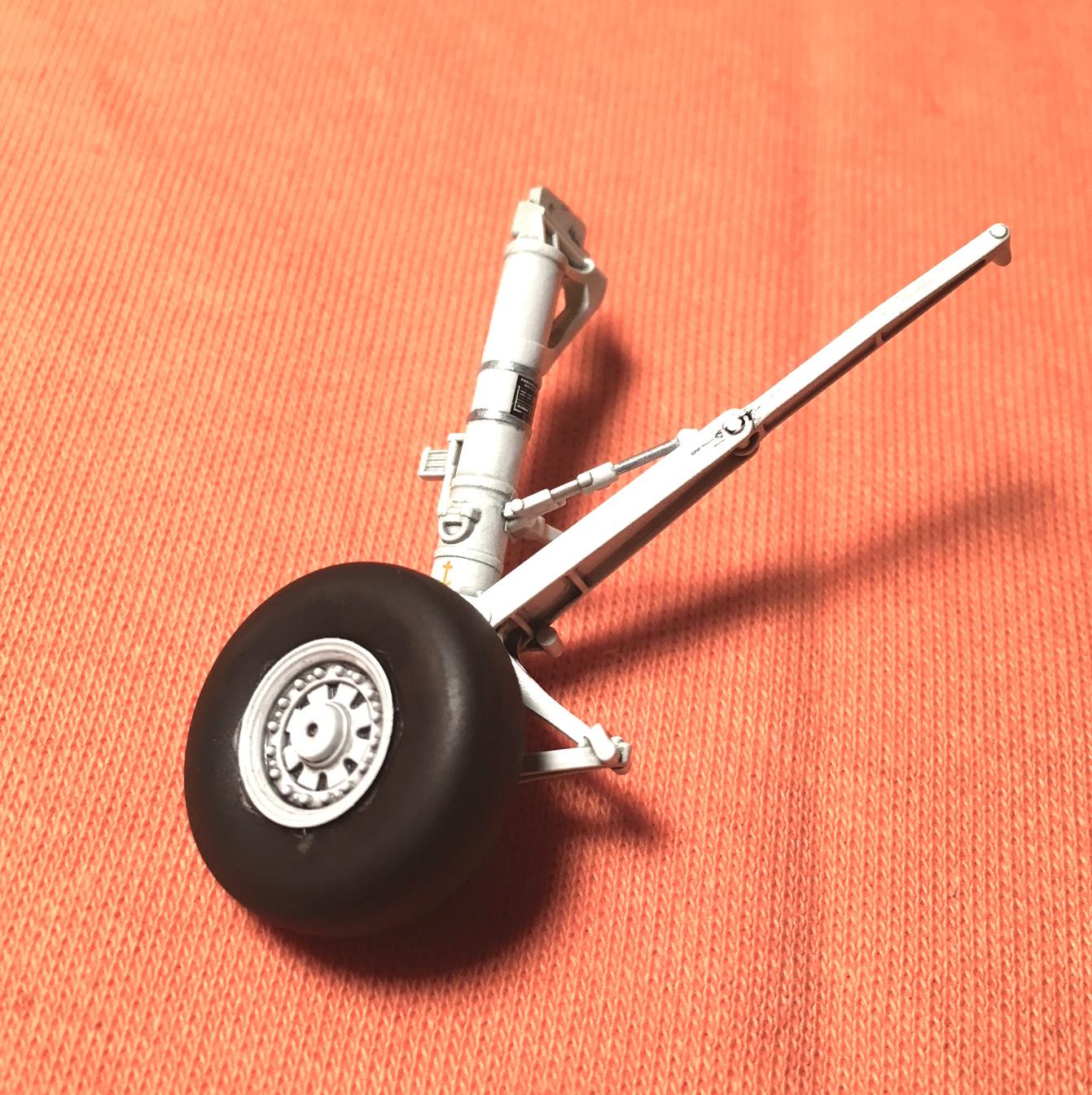DH F14A Main Gear 003.JPG
