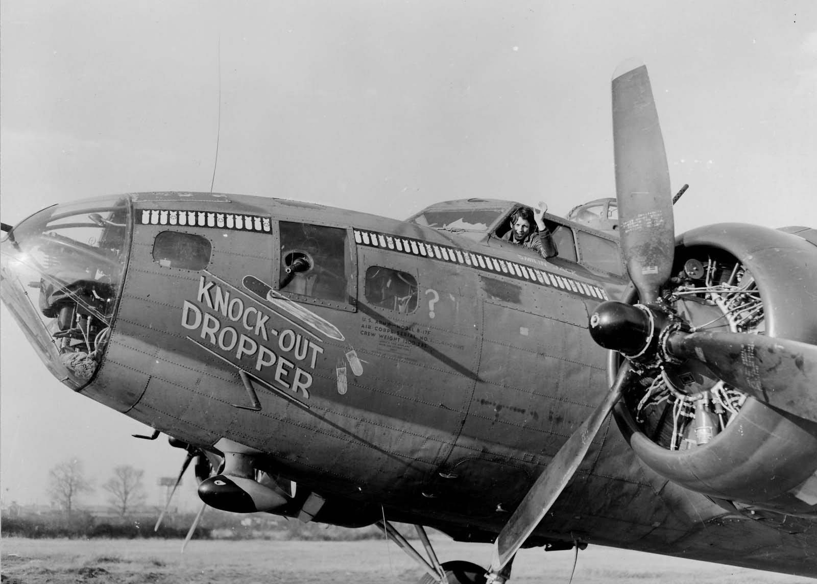 B-17F_303rd_Bomb_Group_Knock-Out_Dropper_Molesworth_England_1943.jpg