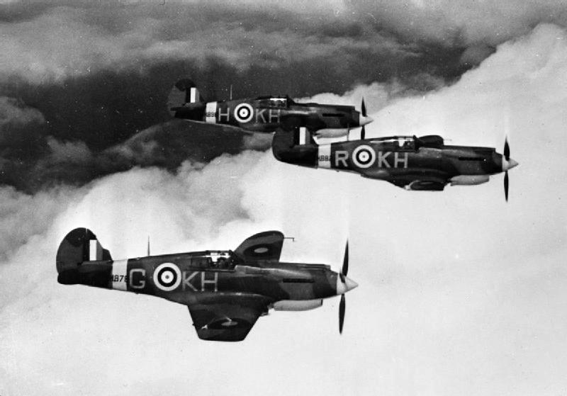 P-40B Curtiss_Tomahawk_403_Sqn_RCAF_in_flight_1941.jpg