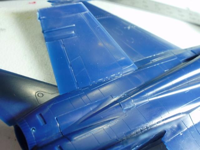 Hasegawa 1-72 F-A-18A tail.jpg